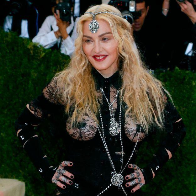 Histoire d'une tenue : la robe transparente de Madonna au Met Gala 2016
