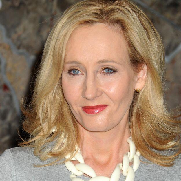 Attaquée par des fanatiques, J.K. Rowling défend le mariage gay