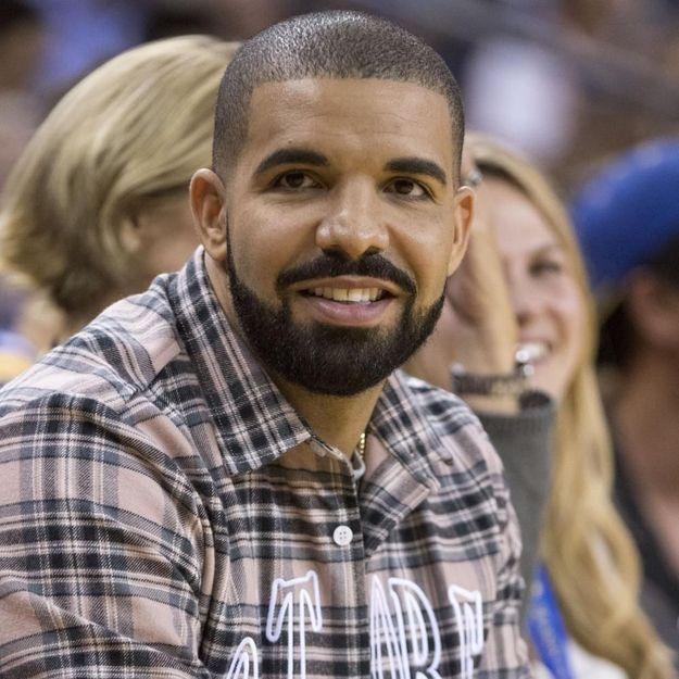 Avec quelle célèbre chanteuse Drake est-il en couple ?