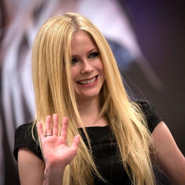 Avril Lavigne snobe ses fans et refuse de les toucher