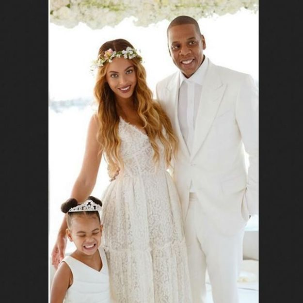 blue ivy pose sur les photos de mariage de la m re de beyonc elle. Black Bedroom Furniture Sets. Home Design Ideas