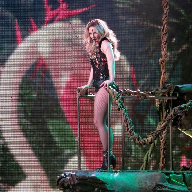 Britney Spears victime d'un léger incident en plein show