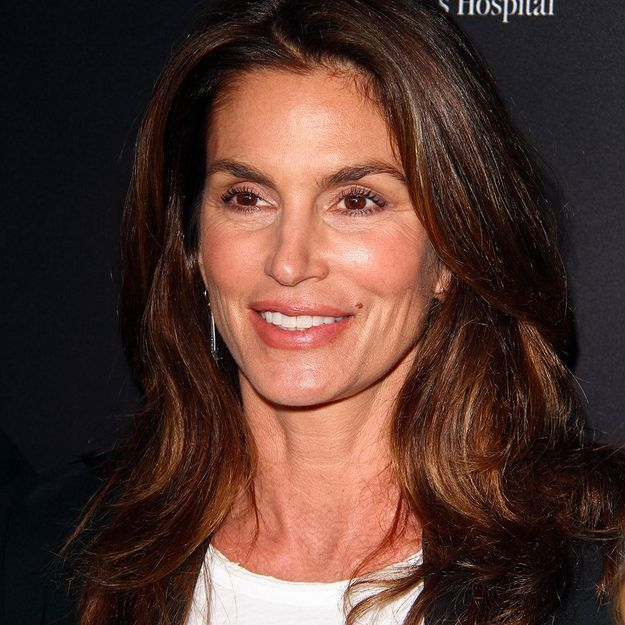 Cindy Crawford : le top pose topless à 51 ans !