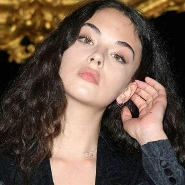Deva Cassel : la fille de Monica Bellucci et Vincent Cassel répond aux  rumeurs sur son recours à la chirurgie esthétique