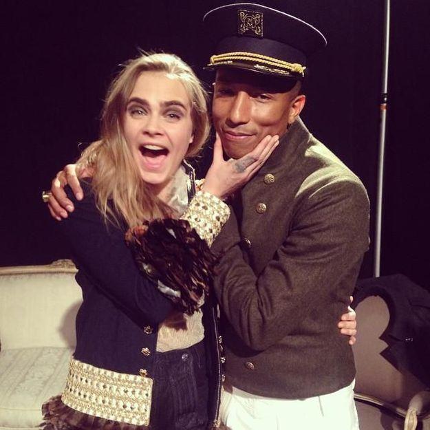 Ecoutez Cara Delevingne chanter avec Pharrell Williams au défilé Chanel !