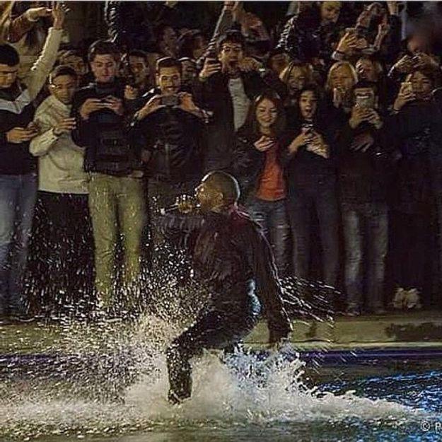 En Arménie, Kanye West plonge dans un lac pour ses fans