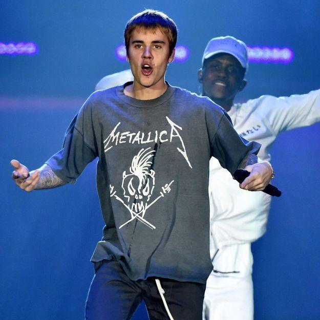 Justin Bieber frappe violemment l'un de ses fans à la sortie d'un concert