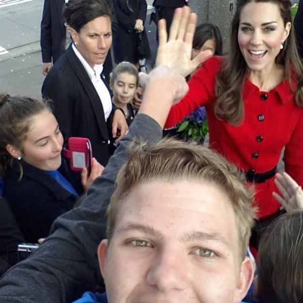 Kate Middleton photobombe le selfie d'un jeune