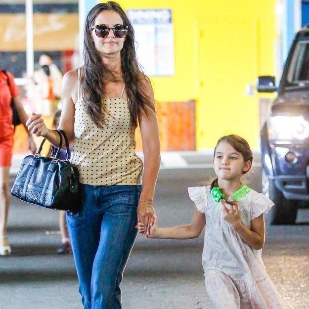 Katie Holmes angoissée par la liste de Noël de sa fille Suri