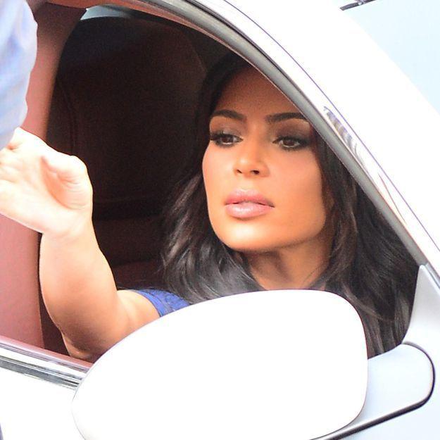 Kim Kardashian : fini le blond, elle repasse aux cheveux bruns !