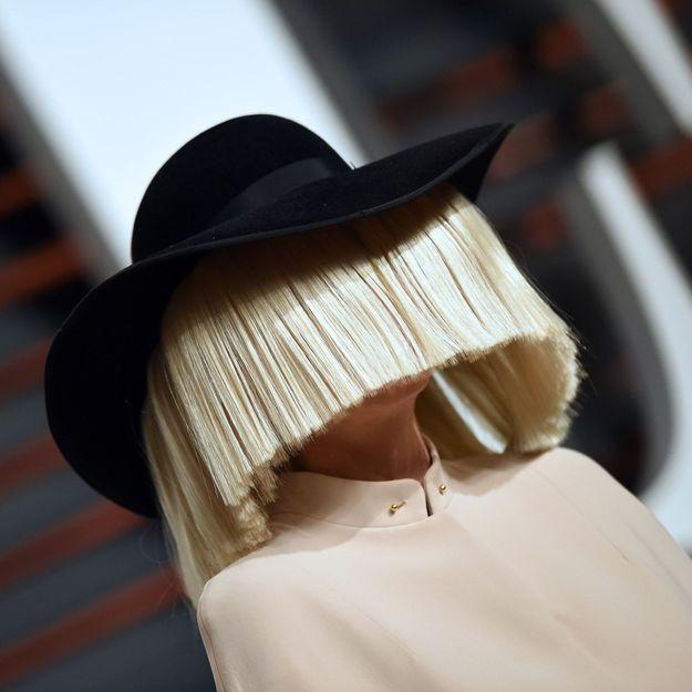 La chanteuse Sia devient grand-mère à l'âge de 44 ans