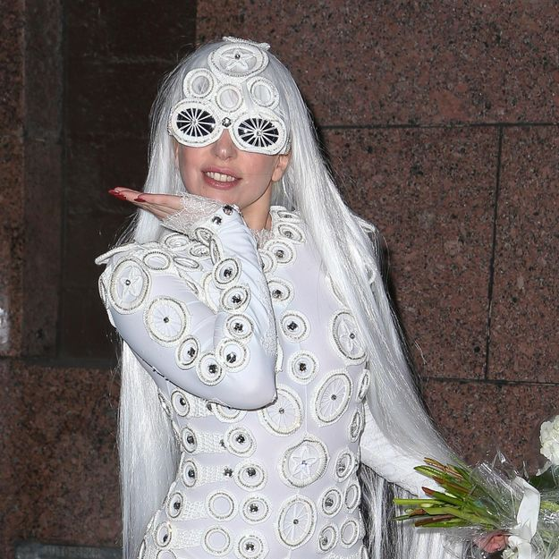 Lady Gaga : achetez ses tenues excentriques sur eBay !