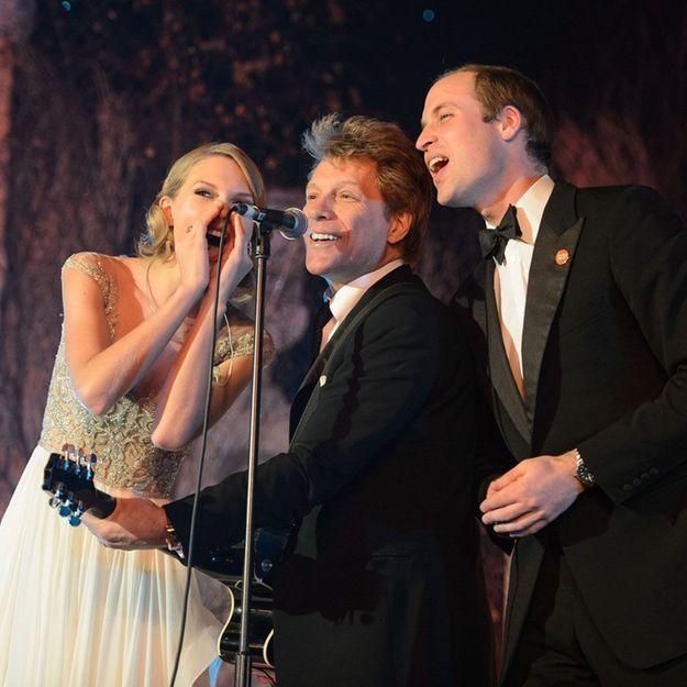 Le prince William chante sur scène avec Taylor Swift et Bon Jovi