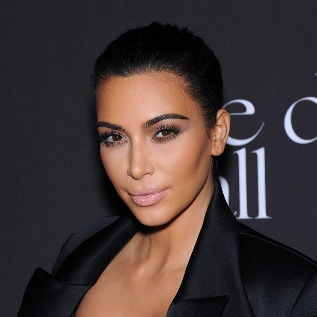 Les sourcils décolorés de Kim Kardashian pour Love Magazine