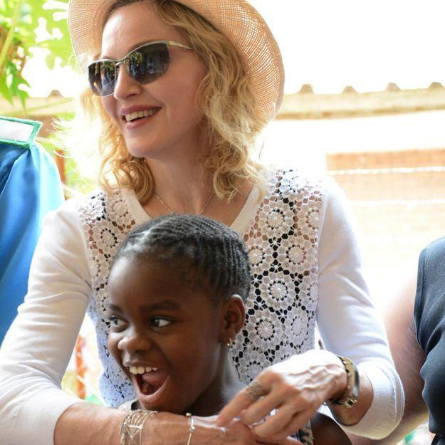 Madonna s'engage avec ses enfants au Malawi