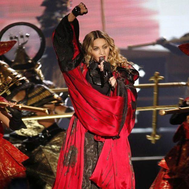 Madonna entonne la Marseillaise sur la scène parisienne de Bercy