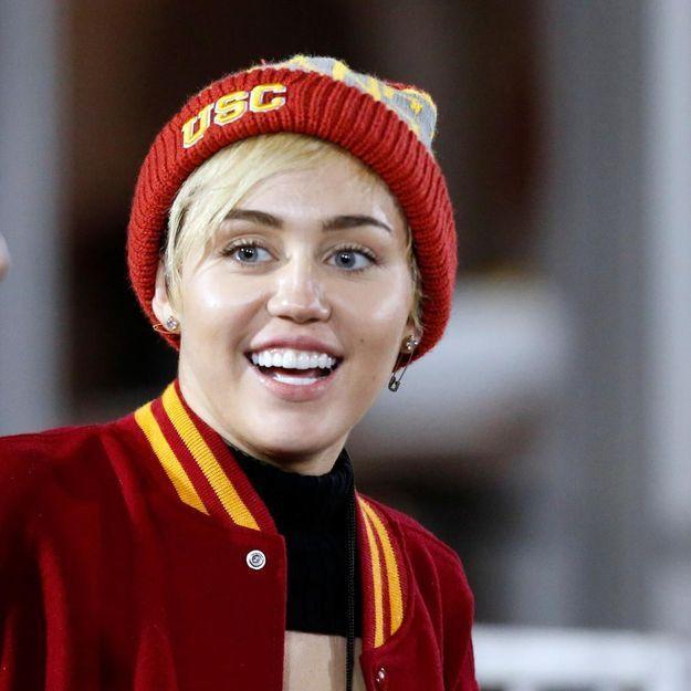 Miley Cyrus avoue ne pas savoir épeler « Schwarzenegger »