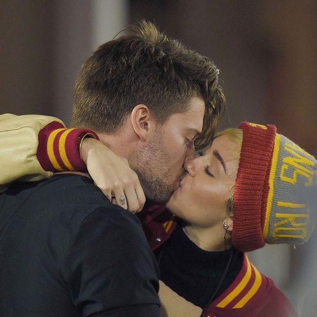 Miley Cyrus et Patrick Schwarzenegger : la photo du baiser qui confirme la rumeur