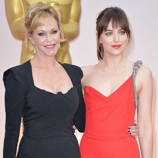 Oscars 2015 : Dakota Johnson embarrassée par sa mère, Melanie Griffith