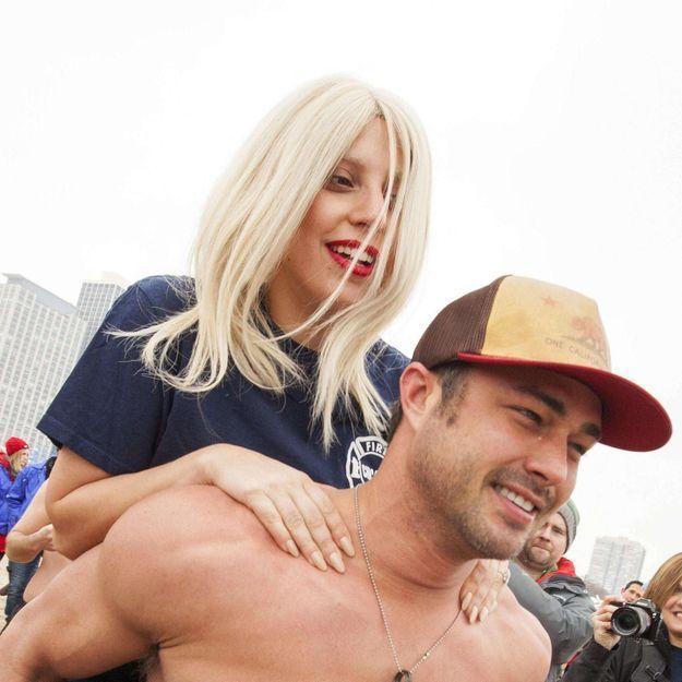 Pourquoi Lady Gaga et son fiancé ont sauté dans l'eau gelée