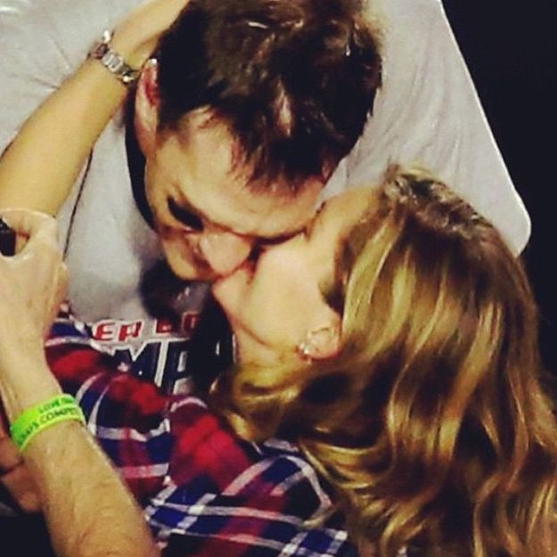 Quand Gisele Bündchen offre le baiser de la victoire à son mari Tom Brady