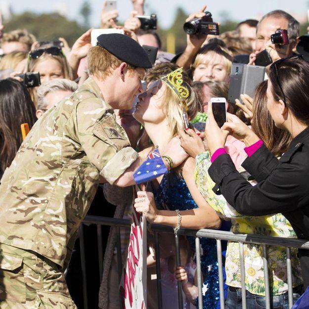 Quand une Australienne arrache un baiser au prince Harry