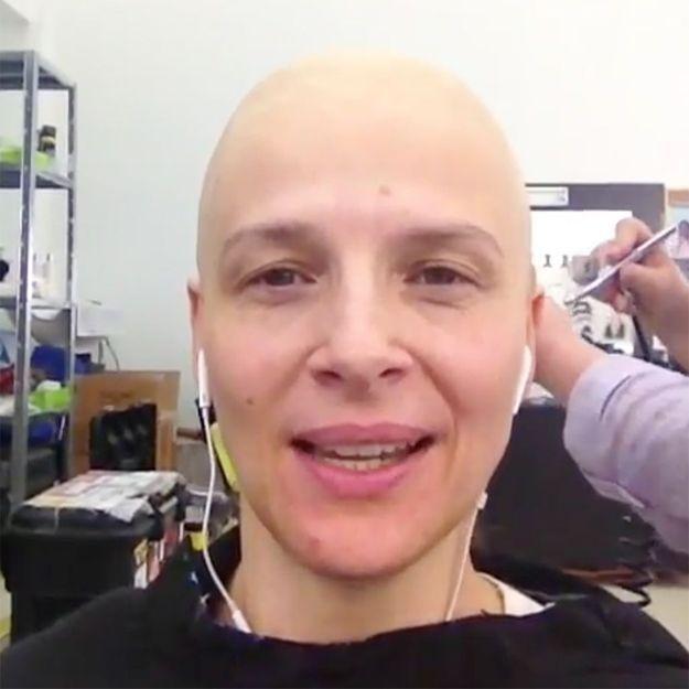 Reconnaîtrez-vous cette célèbre actrice française avec le crâne rasé ?