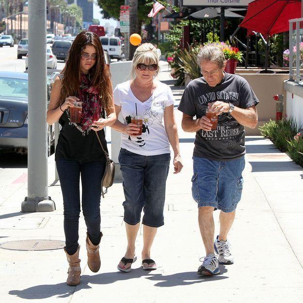 Selena Gomez licencie ses parents