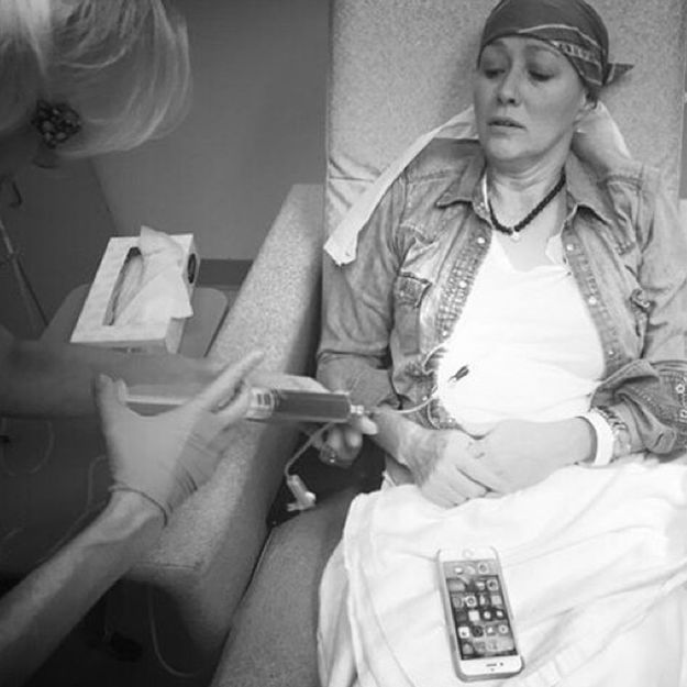Shannen Doherty se montre pendant une séance de chimiothérapie