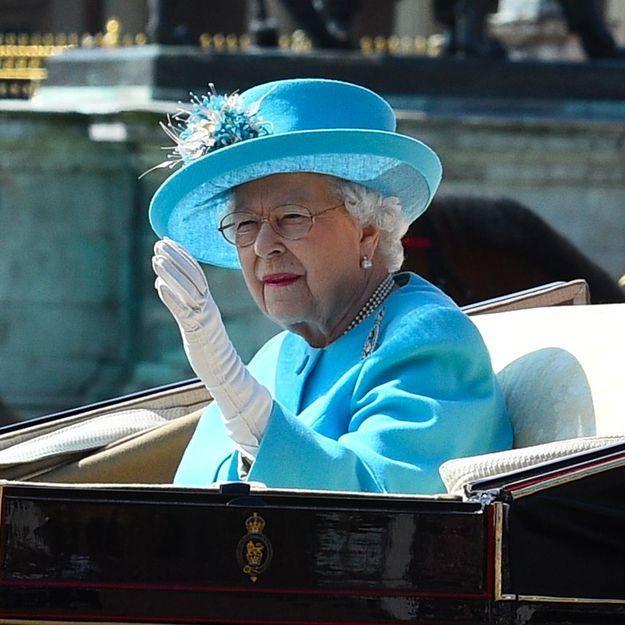 Shocking : ceci n'est pas la VRAIE main de la reine d'Angleterre !