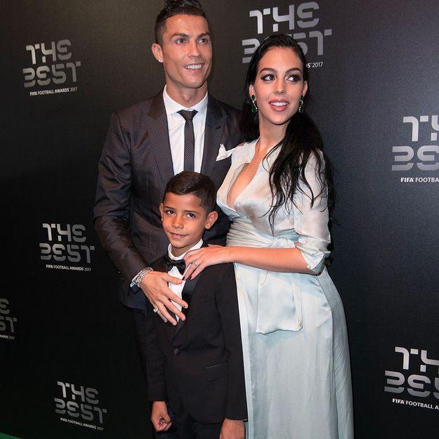 Une semaine après son accouchement, Georgina Rodriguez, la compagne de Cristiano Ronaldo, pose ventre nu