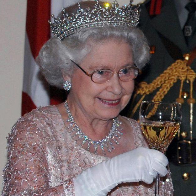 Vous ne croirez pas quelle quantité d'alcool boit la reine d'Angleterre chaque jour