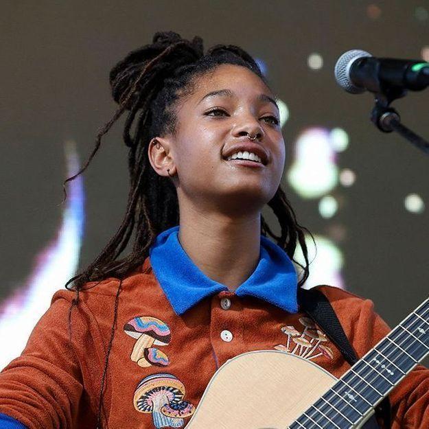 Willow Smith se rase la tête en plein concert : « Je le fais toujours dans les moments importants de ma vie »