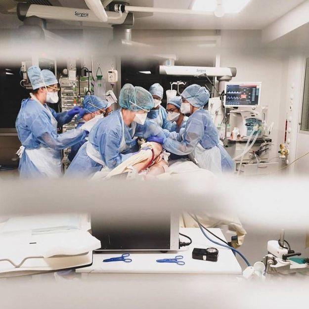 Images du front : l'équipe de soignants de la Pitié-Salpétrière