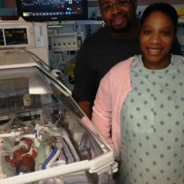 Des «jumeaux miracles» nés avec 8 jours d'écart