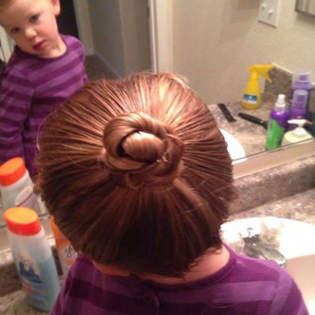 Divorcé, il prend des cours pour coiffer sa fille