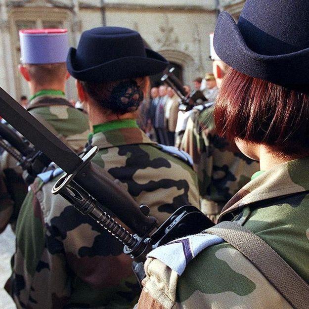Filmée nue à son insu, une militaire est poussée à la démission