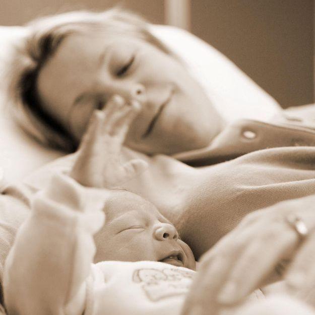 Le co-sleeping, une pratique risquée déconseillée en Suède