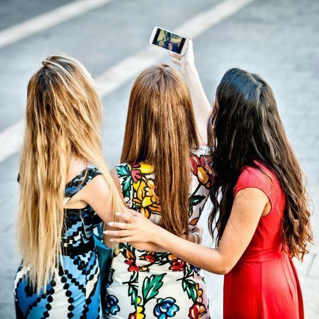 Le selfie de jeunes femmes devant un incendie choque les Américains