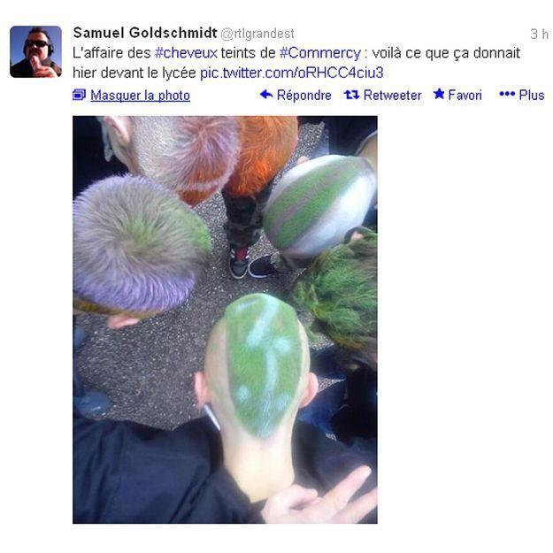 Les cheveux verts en soutien à leur camarade exclu
