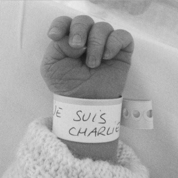 Prêt-à-liker : le bracelet de naissance Je suis Charlie