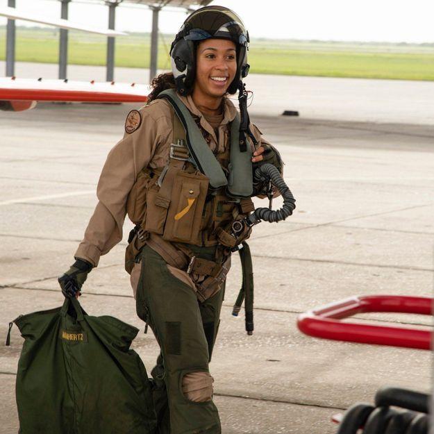 Qui est Madeline Swegle, première pilote de chasse afro-américaine de la Navy ?