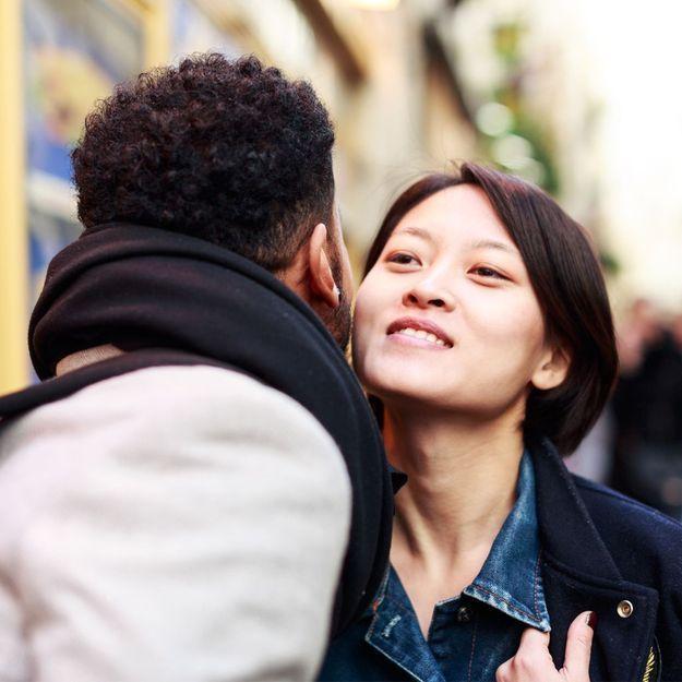Sexiste, trop intime, pas hygiénique : la bise survivra-t-elle au Covid ?
