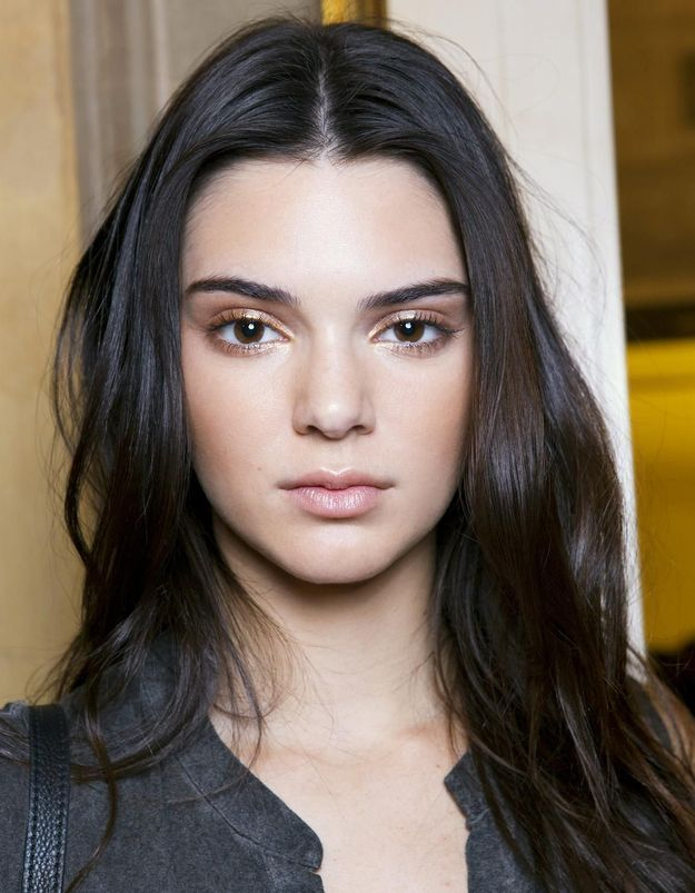 ... 5 astuces hyper simples que tous les mannequins connaissent pour avoir  une peau parfaite 4ffea1c8ba9