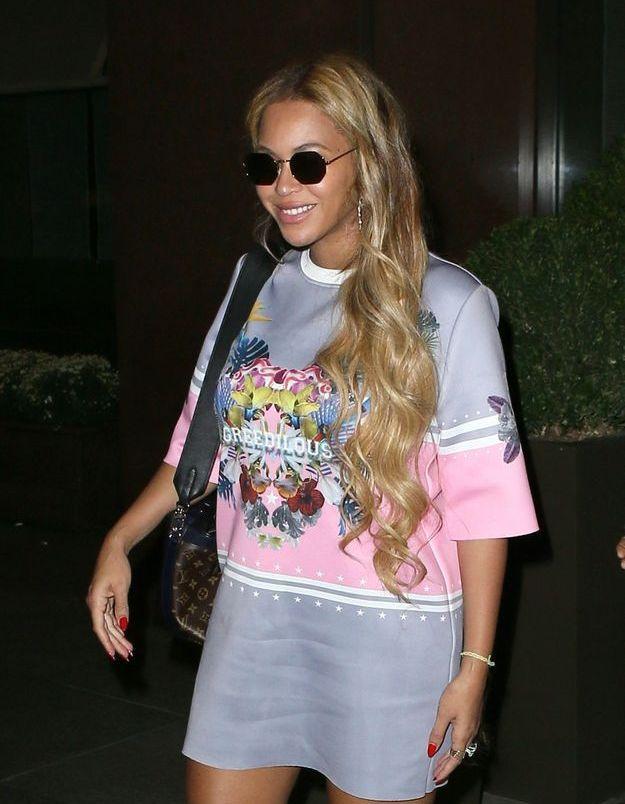 Beyoncé et sa longue chevelure bouclée