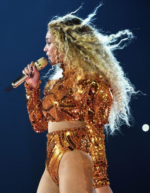 Beyoncé et ses cheveux ultra bouclés