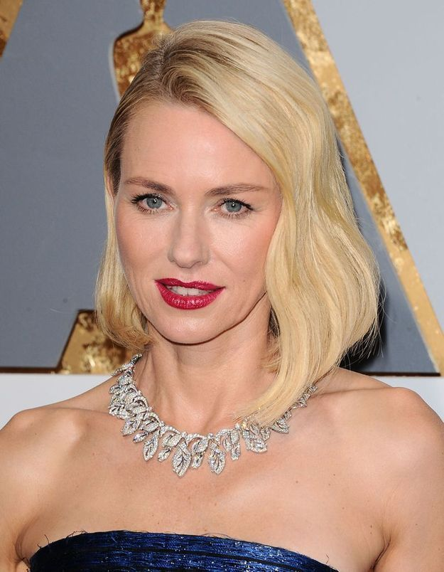 Le carré long de Naomi Watts