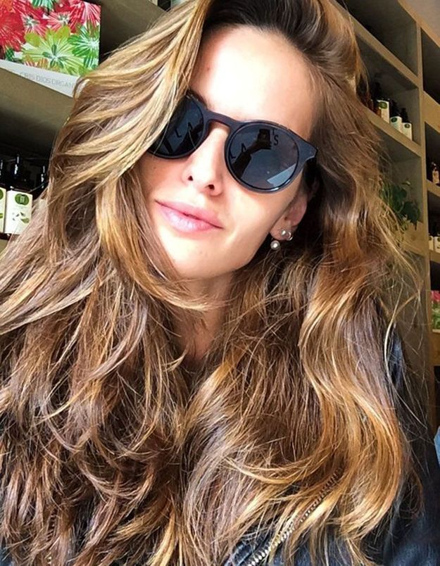 La coloration bronde d'Izabel Goulart