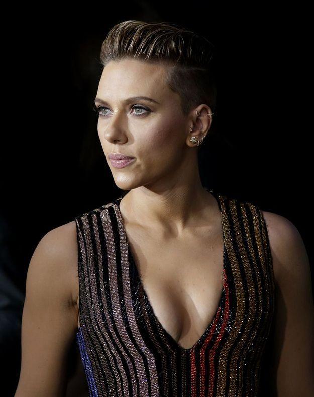 Scarlett Johansson ne jure plus que pour la coupe courte