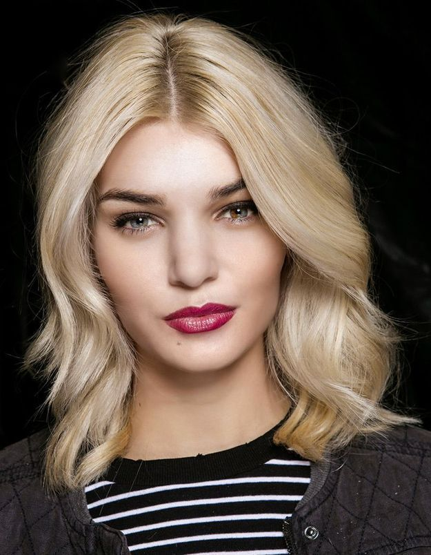 Carré wavy blond platine